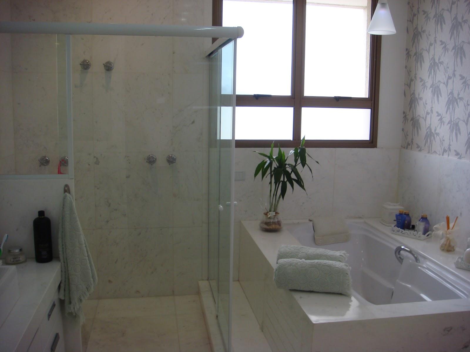 box com dois chuveiros de teto é amplo e tem porta frontal e com  #516C7A 1600x1200 Banheiro Com Hidro E Chuveiro
