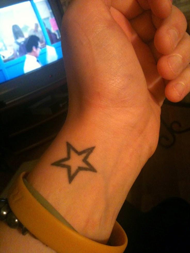 tatuajes estrellas muñeca