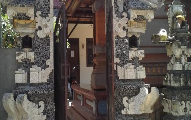 Hotel Mama Berletak Tidak Jauh Dari Bandara Ngurah Rai 4km Selain Itu Ini Juga Dekat Dengan Monumen Bom Bali 03km Dan Kuta Galeria 04km
