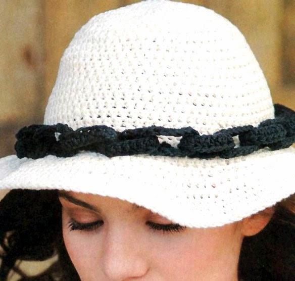 Sombrero tejido a crochet con flores aplicadas Sombreros a