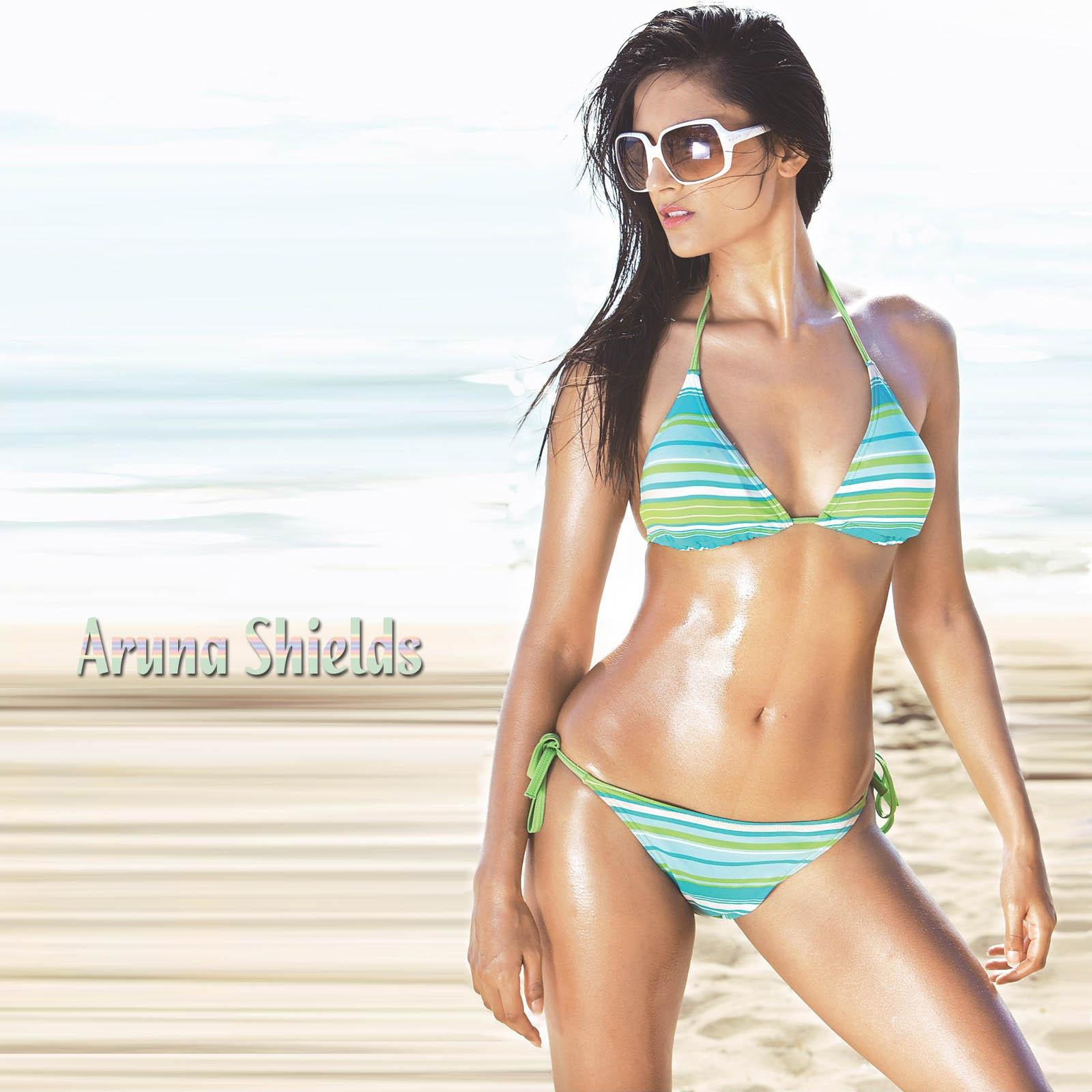 Aruna Shields Hot In Bikini