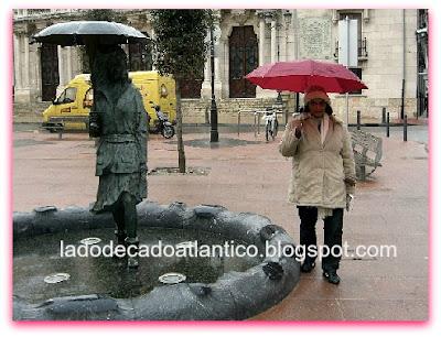 Imagem de estátua em uma praça na cidade de Burgos, Espanha