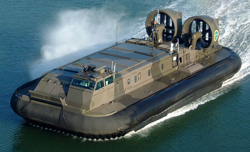 Alat Transportasi Hovercraft Militer