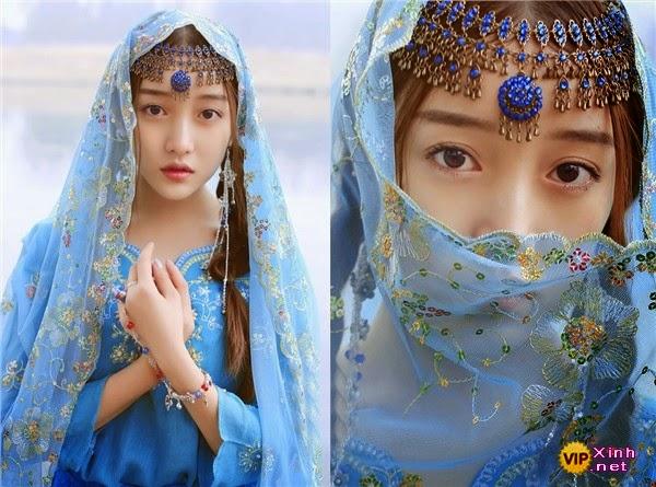 Em gái xinh đẹp với trang phục lộng lẫy