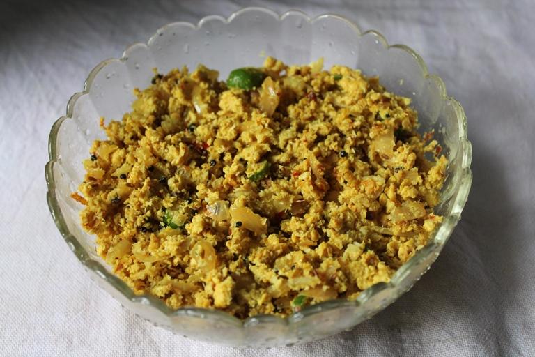 Egg Thoran / Mutta Thoran / Scrambled Egg with Spicy Coconut Masala
