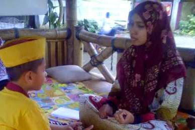 Profil Wisudawan Terbaik Anak Buruh Tani Juga Hafidz Quran