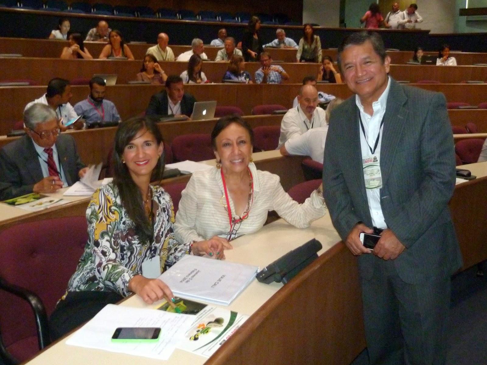 De Der. a Izq. Directora de Colciencias Yaneth Giha Tovar  y Directora Ejecutiva de la Corporación Biotec, la Dra. Myriam Sánchez.