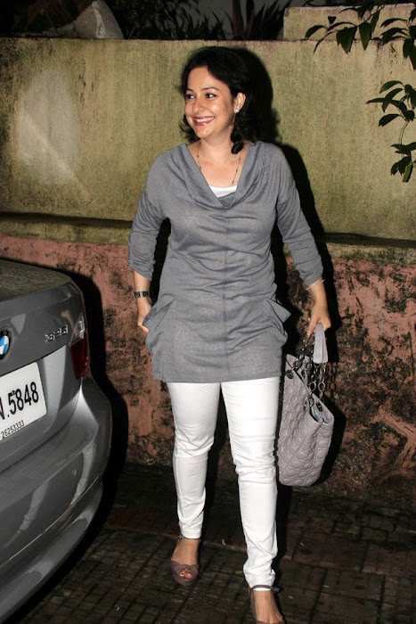 sara tendulkar at delhi belly movie screening latest photos