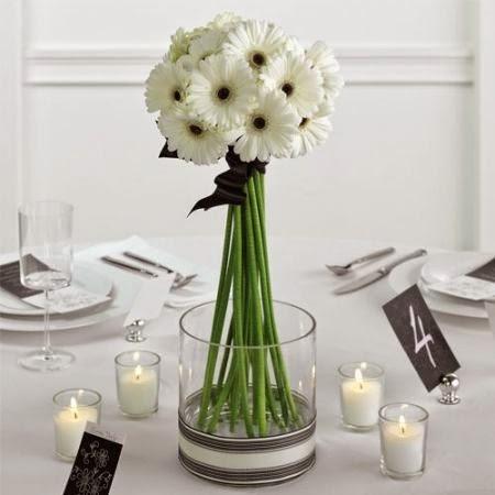 Białe Kwiaty Na Stole Wariacje Wokół Stołu