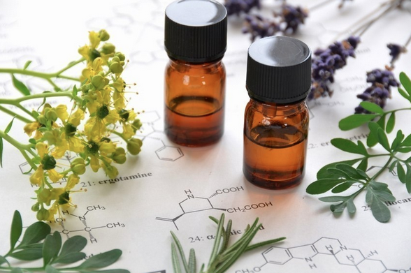 How Safe Are Your Essential Oils? Read This Before Using Them!