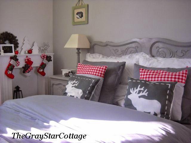 sypialnia w świątecznej aranżacji