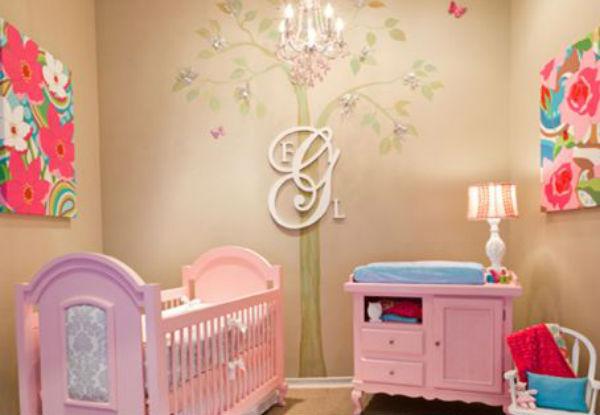 Cuarto decorado para beb ni a colores en casa - Decoracion de cunas para nina ...