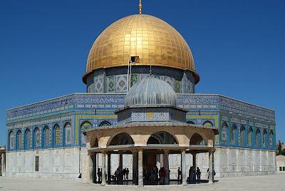 Qubbat Al - Sakhrah atau lebih dikenali sebagai Dome of Rock