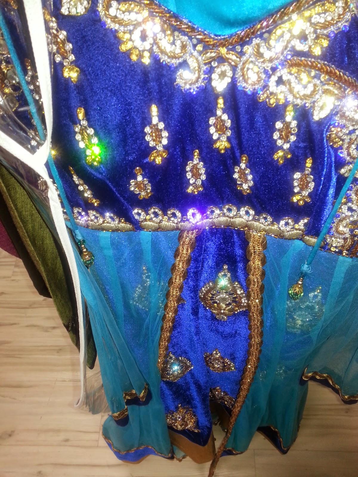 Indian bridal wear, beautiful indian girl, authentic indian wear, designer lehenga , Seattle indian store , beautiful salwar, custom made hand bags, seattle fashions, indian-usa fashion blogger