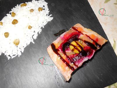 Ración de gelatina de verduras con arroz.