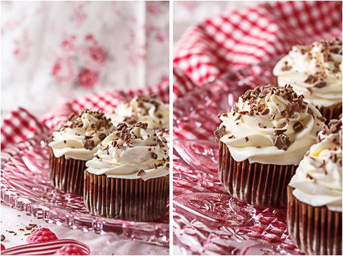 Amalie loves Denmark Schokoladen-Cupcakes mit Milchschokoladen-Splittern