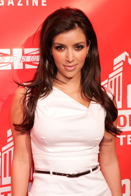 Kim Kardashian Long Wavy Hairstyles 08