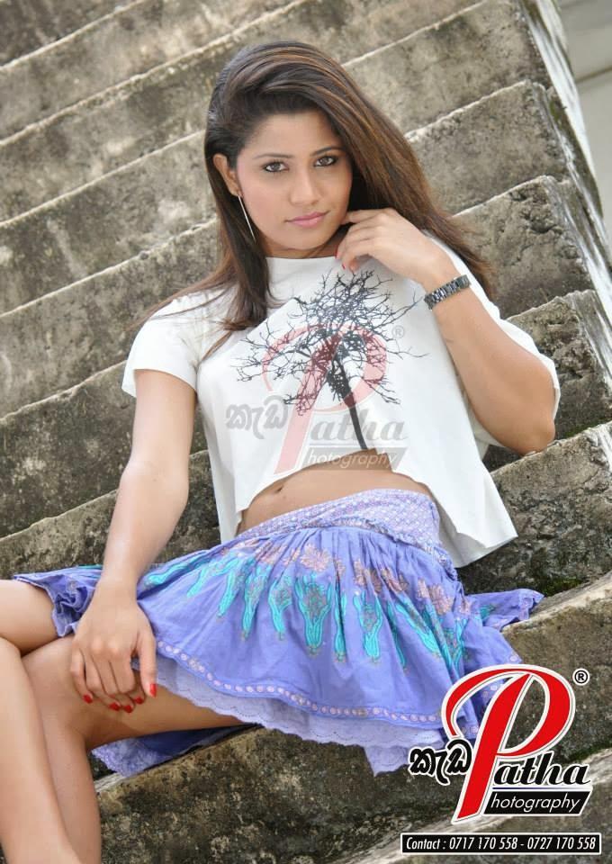 Oshadi Himasha hot mini skirt