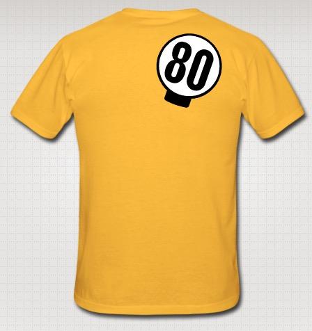 Kasikympin lätkä t-paidan takapuolella.