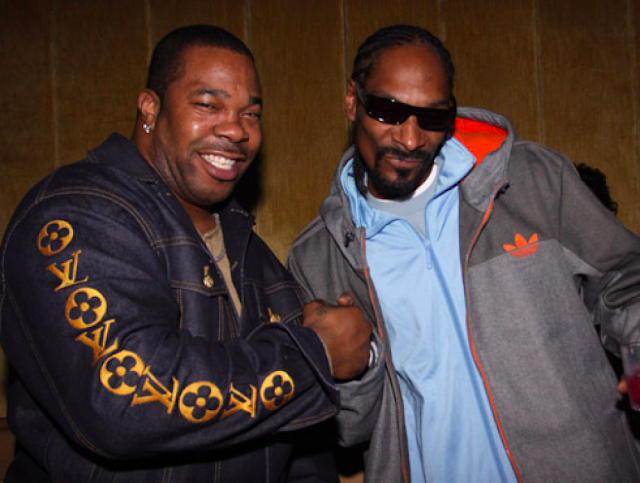 Snoop Dogg – Powder On My Clothes (feat. Busta Rhymes & Stresmatic)