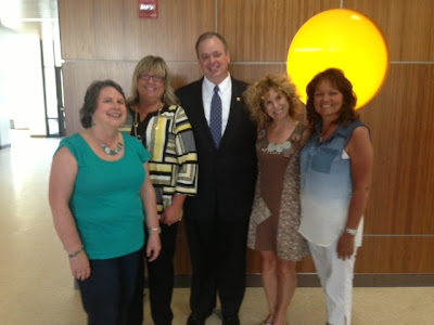 Chancellor James Schmidt with alumni Mary Durski, Sue Schleppenbach, Julie Gamm and Lynn Cook