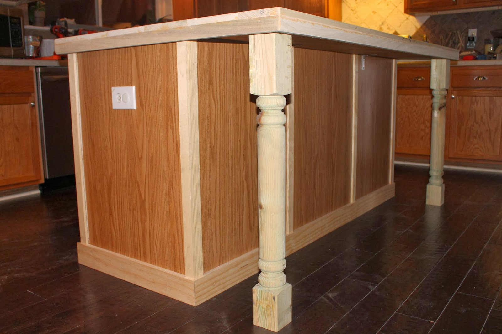 Diy adding legs to kitchen cabinets make your own kitchen for Kitchen cabinets with legs