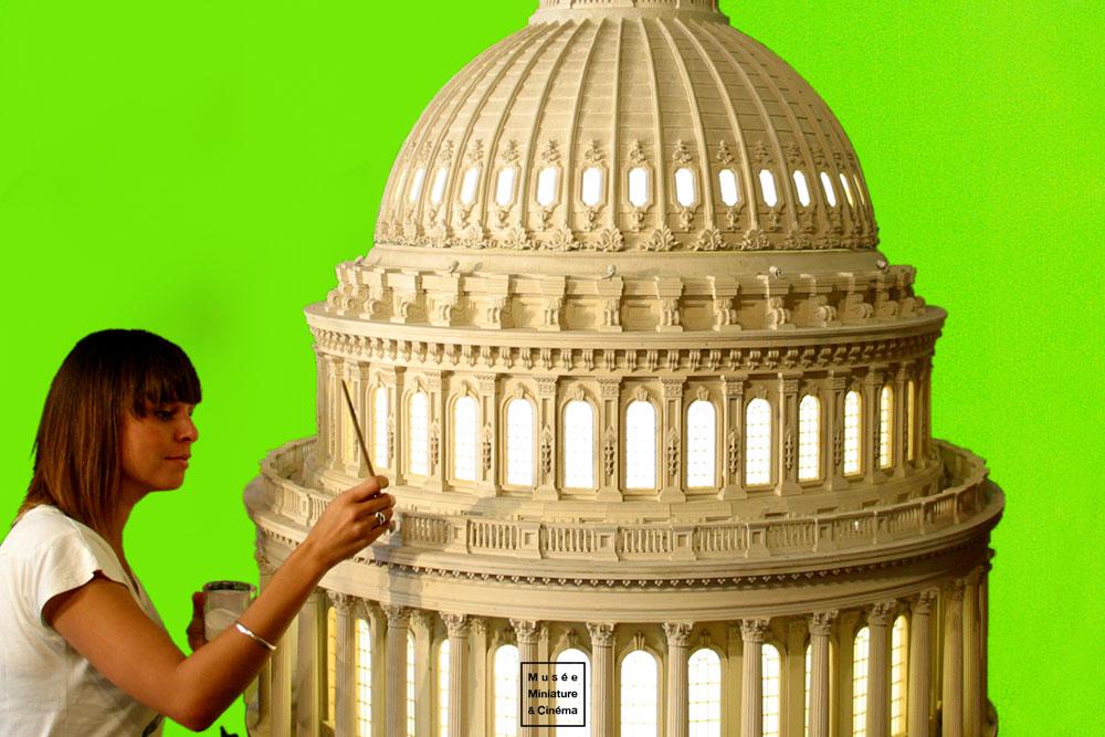 20-La-maquette-du-Capitole-Independance-Day-Dan-Ohlmann-Musée-Cinéma-et-Miniature-Miniature-Movie-Sets-and-Realistic-Sculptures-www-designstack-co