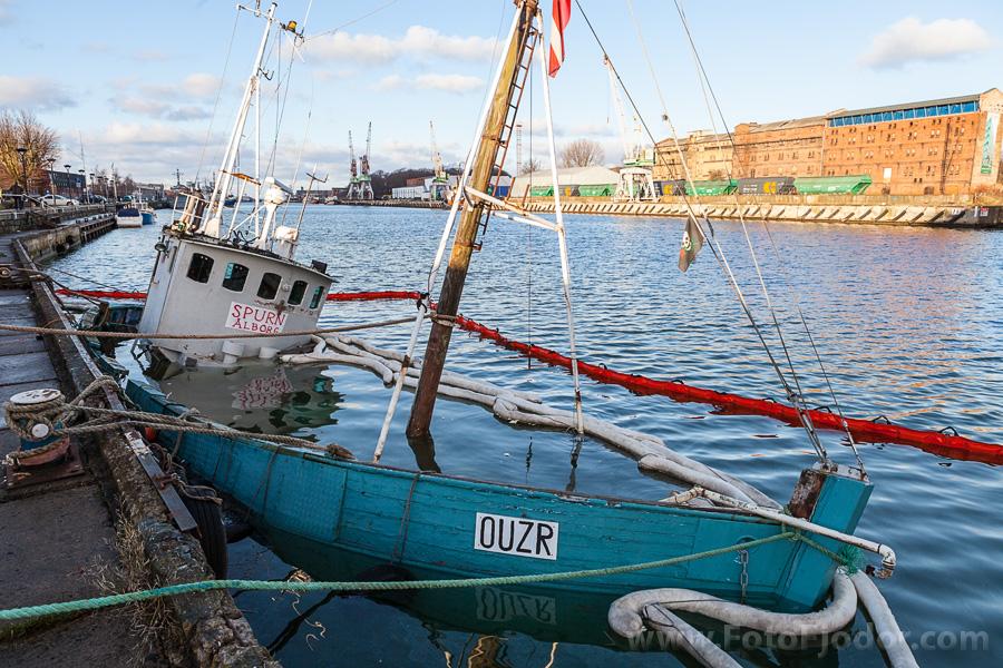Nogrimušais Fonteina kuģītis Liepājas ostas Tirdzniecības kanālā