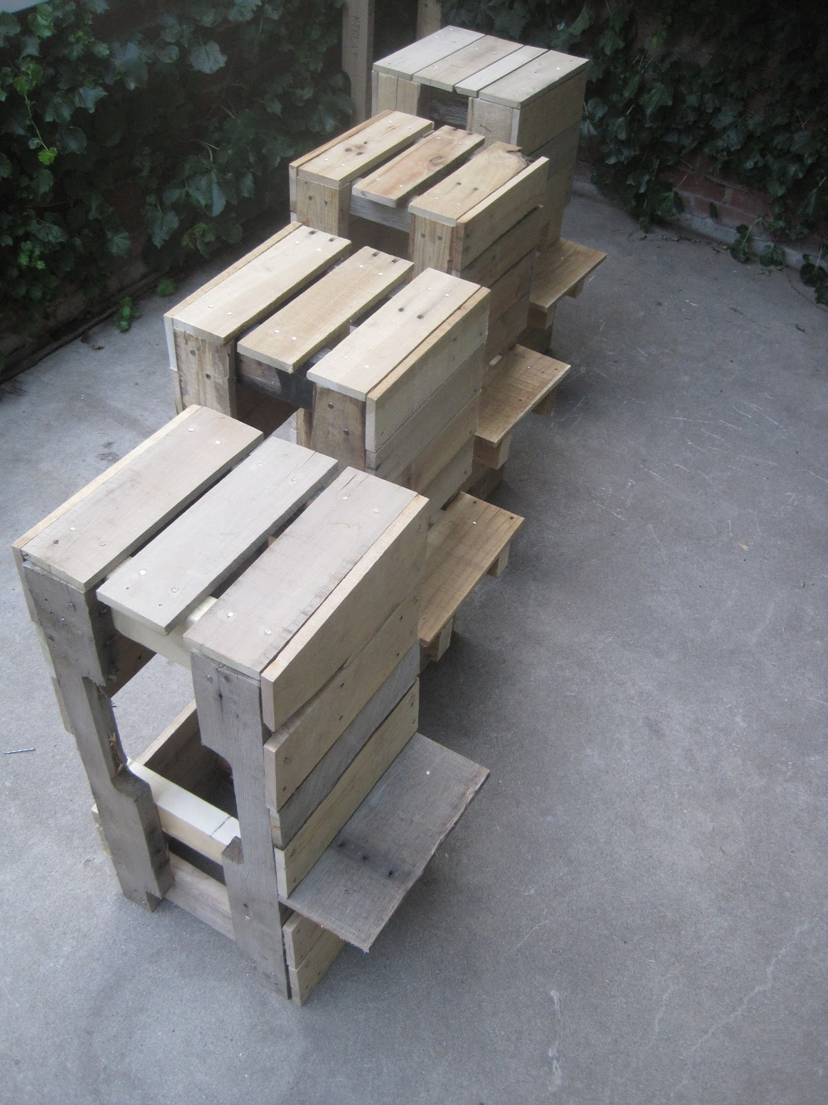 Stacked Design: Pallet Bar/Table