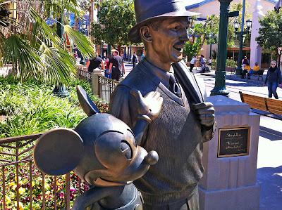 Storytellers Statue DCA Walt Disney Mickey Mouse Buena Vista