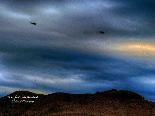 Helicópteros militares del Ejercito del Aire sobrevolando sobre  Gran Canaria