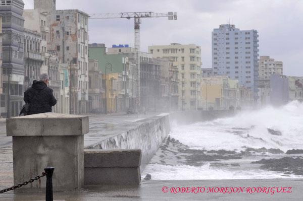 El Malecón de La Habana durante la llegada de una masa de aire polar el 17 de febrero de 2013.