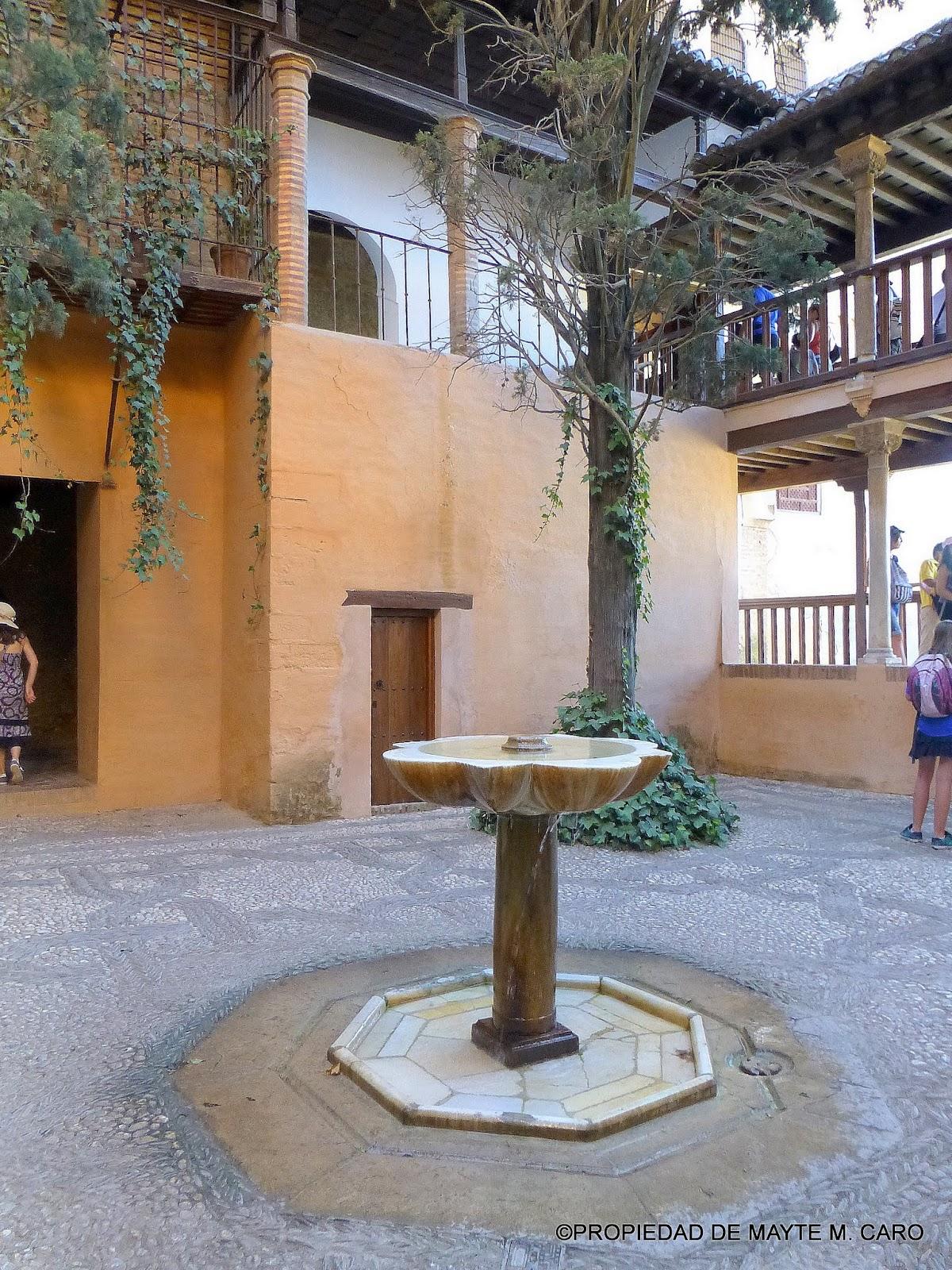Fuentes de granada en el patio de la reja - Fuente para patio ...