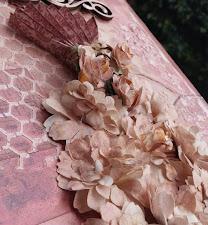 Mixed-media Canvas: Vestido Floral