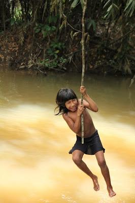 FOTO: Kehidupan Suku Awá, Suku Terasing di Hutan Amazon 2kFANS.com awa child 120425 jpeg 164652