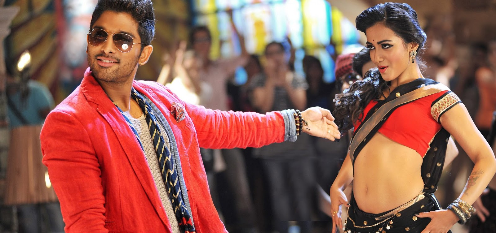 Iddarammayiltho Top Lesi Poddi Song Stills (1)