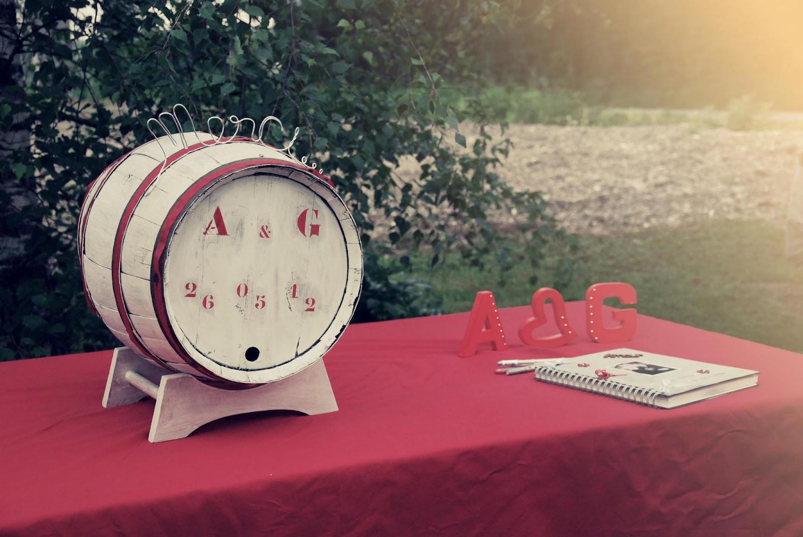 urne de mariage tonneau de vin blanc et rouge. Black Bedroom Furniture Sets. Home Design Ideas