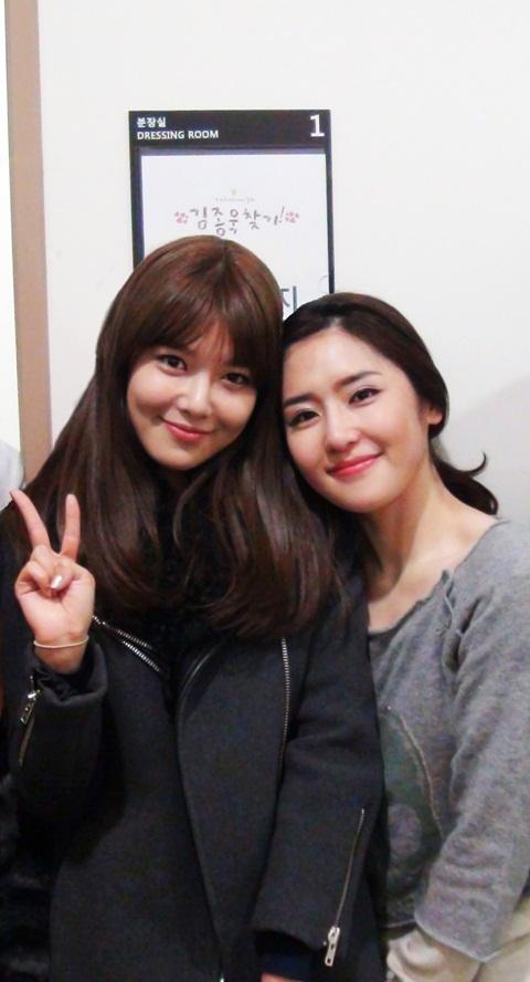 SNSD SOOYOUNG SELCA with her Sister