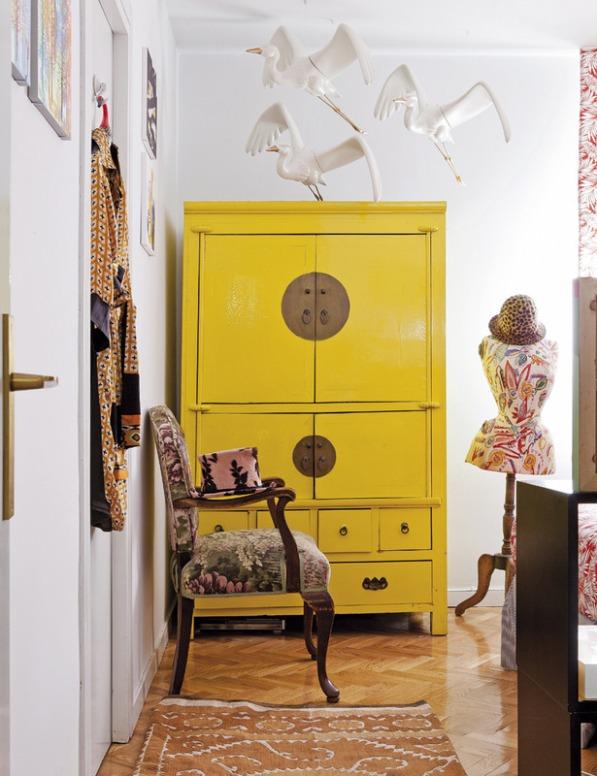 Piso con un interior chic ecléctico y poco convencional en la que conviven piezas decorativas de lo más singulares chicanddeco