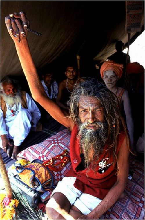 Kakek Ini Mengangkat Tanganya Selama 38 Tahun Demi Dewa Siwa [ www.BlogApaAja.com ]
