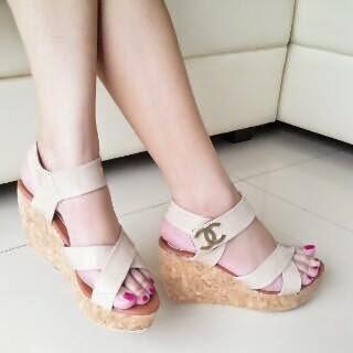 Sepatu Cewek Heel Sepatu Cewek Heel Simple Wedges Krem