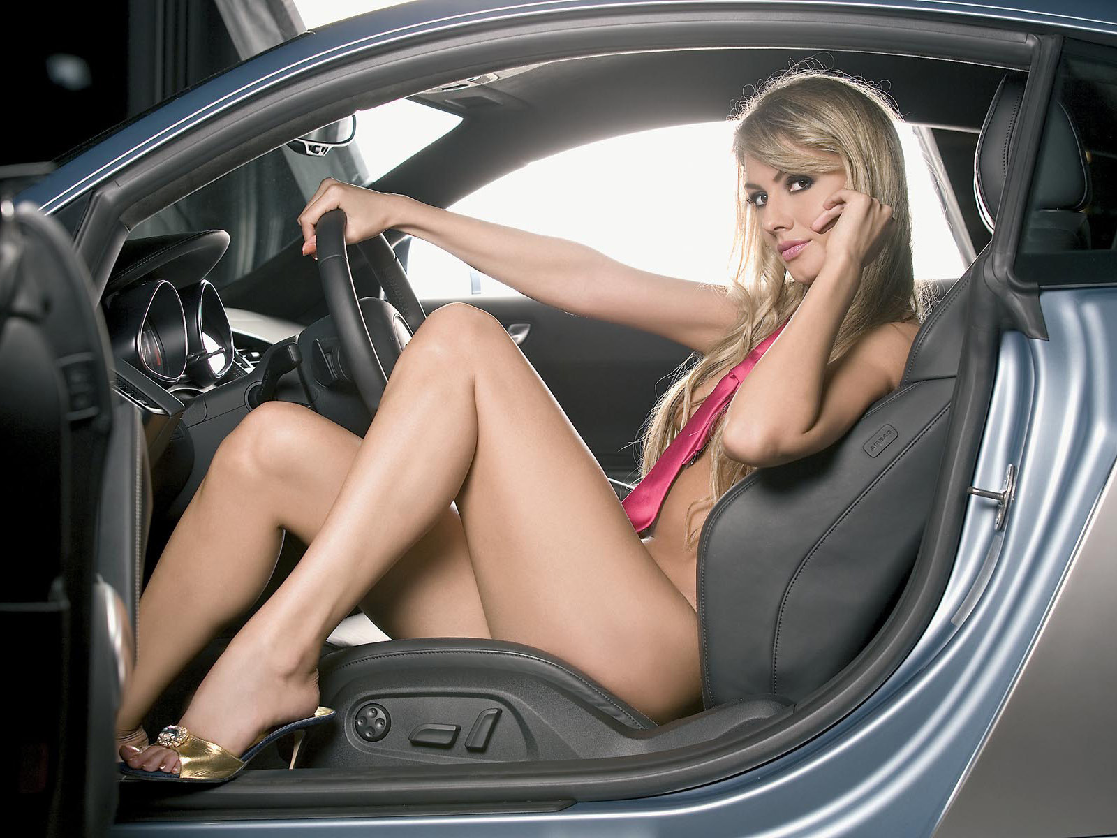 Секс в авто на переднем сиденье смотреть онлайн 21 фотография