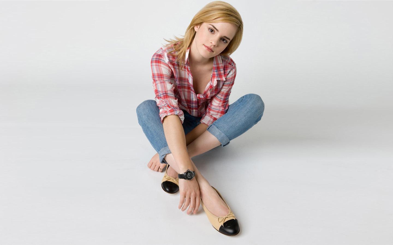 http://1.bp.blogspot.com/-1CD9cByDlnc/TeSppJUhxSI/AAAAAAAAEMI/mr5J_nQZwGI/s1600/Emma-Watson-emma-watson-13602651-1440-900.jpg