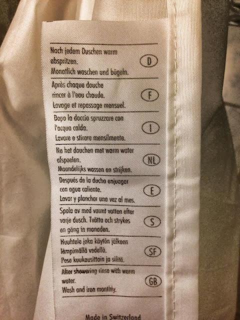 Duschvorhang Waschanleitung: Nach jedem Duschen warm abspritzen