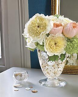 Como transformar vasos em arranjos de flores para decoração de natal e ano novo