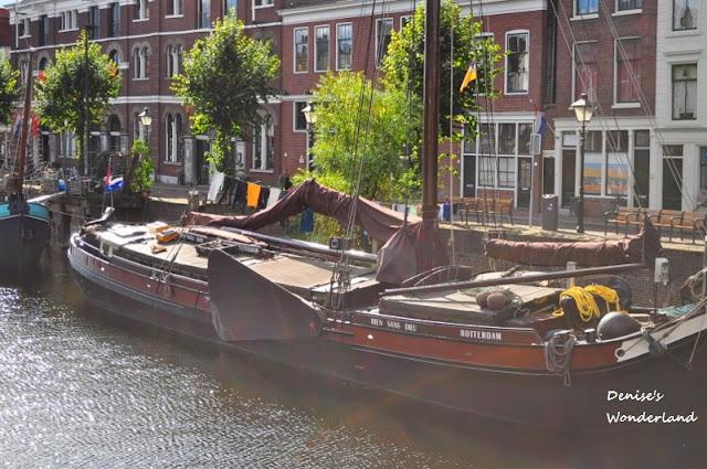 House boat along Rotterdam Canal