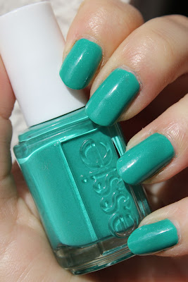 http://lacquediction.blogspot.de/2013/07/essie-naughty-nautical.html