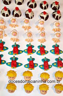 Doces decorados Pequeno Príncipe: avião, carneirinho, carinha do Pequeno Príncipe, Planeta com a Rosa Vermelha