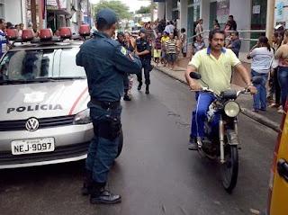 Jovem é detida ao tentar danificar loja do Magazine Luiza e agência da Caixa