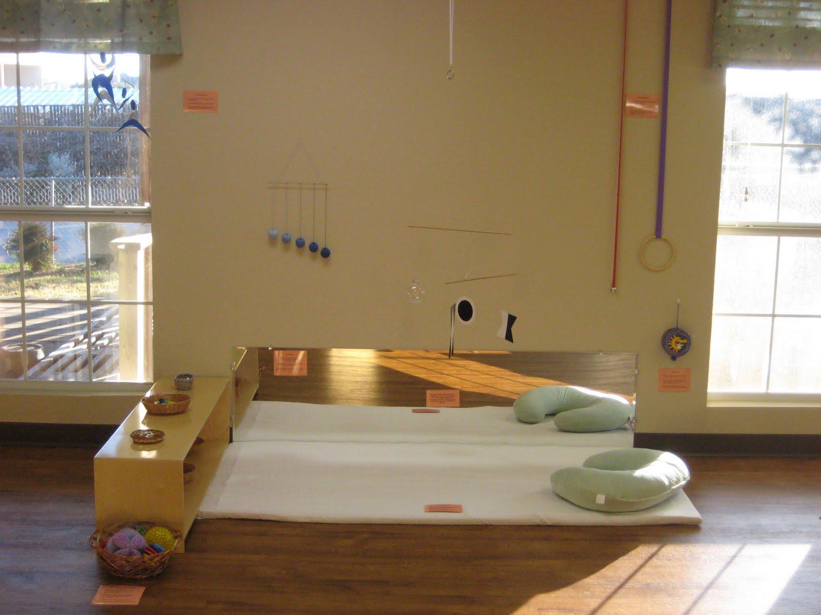 Texas health moms no crib in the nursery for Espejo y barra montessori